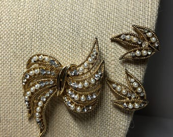 Vintage Weiss Brooch and Clip-on Earrings signed Weiss