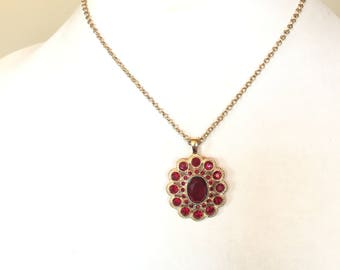 Vintage Pretty Dark Blood Red Rhinestone Pendant  Necklace in Gold Tone Metal