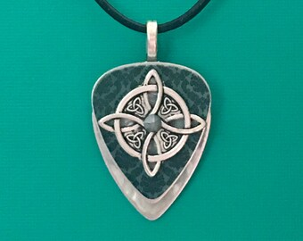 "Guitar Pick Necklace ""Heavy Connection"""