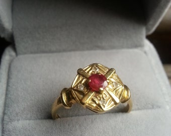 Beautiful ruby ring and diamonds in 18K Gold