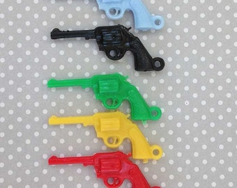 Plastic Gun Charms (10), Gun Jewelry, Colorful Pistol Charms, Six Shooter Charms, Cowboy Charms, Gumball Charm, Crackerjack Charms, Kawaii