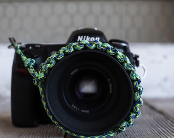 Paracord Camera Wrist Strap (blue/green)