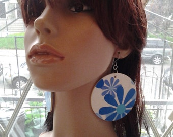 Adorable Blue and White Daisy Round Wood and Paper Earrings, Womens Earrings, Ladies Jewely, Handmade Earrings, Womens Jewelry