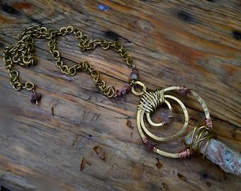 Collier artisanal Tribal/Ethnique en Tourmaline rose , Laiton & cuivre