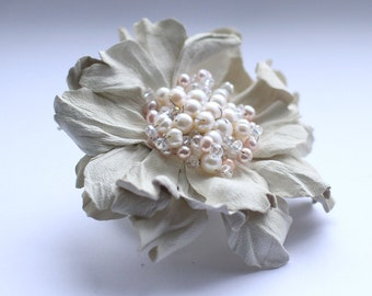 Ivory leather hair clip with pearls