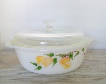 Vintage Covered Pyrex Casserole Dish Pears and Peaches Anchor Hocking Fire King 1 1/2 Qt USA 1950s