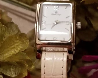 PREMIERE DESIGNS Wristwatch, Ladies Wristwatch, Analog, Ivory Band, New Battery, New Leather Band, Excellent Condition, Silver Tone Watch