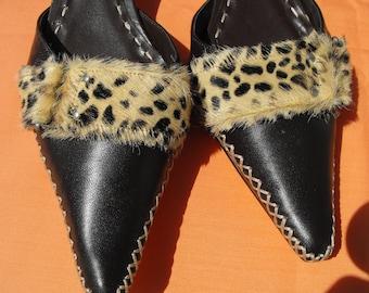 Like New! Yellow Box Kitten Heel Mule/Slide/Slipper/Clog Size 8 Chocolate Brown Leather Upper