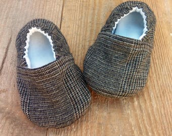 6-9 m Boy Elegant brown Crib Shoes / Boy booties, Baby Moccs, Soft Sole Shoes, Baby Slippers, Baby Gift Fabric Baby Booties,Infant Boy Shoes