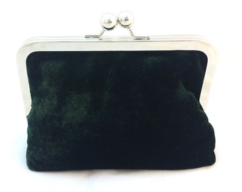 Green Velvet Clutch Purse with Kiss-Lock Frame, 6-inch