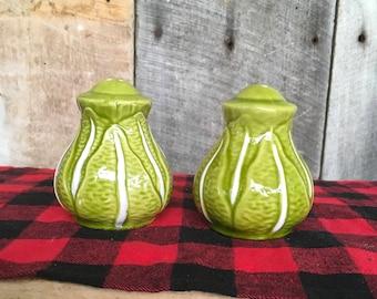 Vintage Cabbage Salt and Pepper Shakers, Green Vegetable , Garden , Farm , Harvest , Ceramic , Picnic , Stoppers , Farmhouse Lettuce