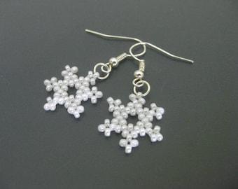 Snowflake Earrings / Beaded Earrings / Petite Earrings / White Earrings / Christmas Earrings / Holiday Earrings / Winter Earrings / Beadwork