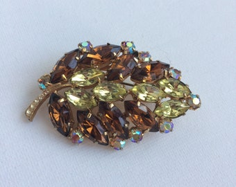 Juliana style Rhinestone Leaf Brooch Pin Amber Citrine Rootbeer Brown Yellow Autumn Gold prong set stones