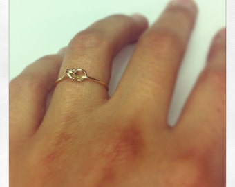 Gold knot ring. Knot ring gold. 750mm (18K)