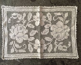 pretty vintage filet lace tray doily tea table cloth garden roses pattern French antique linen shabby chic interior romantic home decor