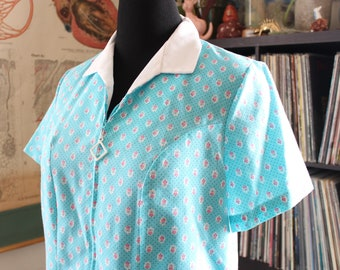 80s does 60s house dress . aqua floral cotton zip front dress . vintage volup size xl 1x