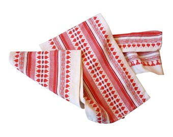Red & White Table Runner