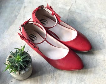 Women slip on - Pointed toe flats! (Red color)