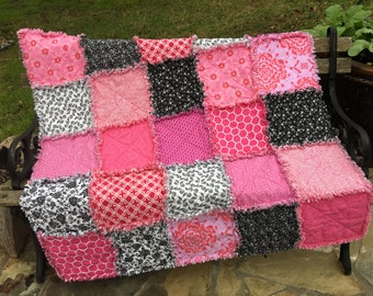 Pink and black rag quilt, pink baby quilt, pink baby blanket, pink and black quilt No. Q201803