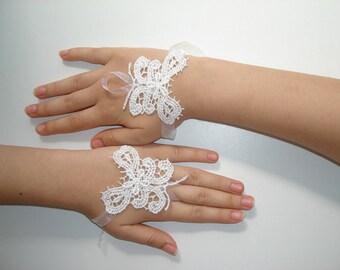 Girls Fingerless Gloves, Butterfly Wedding Lace Wrist Gloves, Flower Girl Gloves