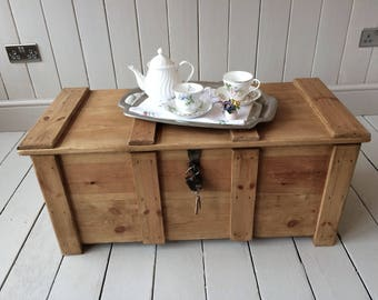 Antique style pine blanket, wooden trunk, Coffee table, Storage box