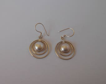 Handmade Solid 925 Sterling silver and pearl earring.