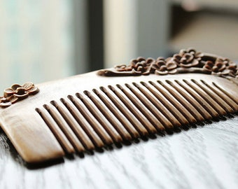 Sandalwood plum comb
