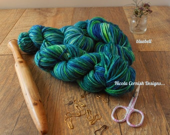 Hand dyed woollen yarn