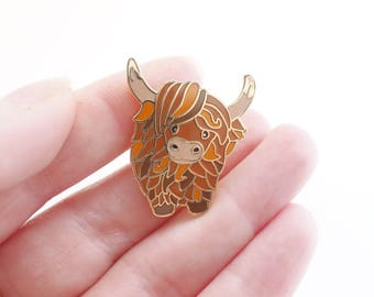 Highland cow, cow, cow pin, enamel pin, hard enamel, lapel pin, badge, jewellery, jewelry, cute cow, scottish, scotland, cute animal, hairy.
