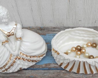 Pretty Vintage Ceramic Trinket Box!