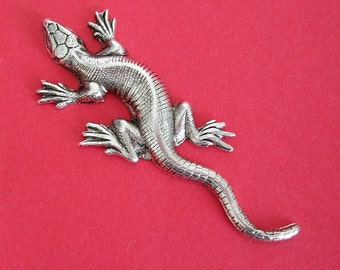 Lizard Salamander Ox  Silver over Brass Stamping Ornament Pendant Jewelry Findings(2).