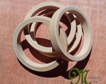 Anneau de bracelet en bois naturel 8 cm de diamètre. Vendu à l'unité.