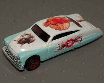 Two Tone Hot Rod with Pin-Up Girl