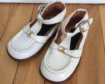 Vintage 1960s Baby Infant Girls White Leather Gold Leather T Strap Bar Mary Janes Dress Shoes! Size US 4