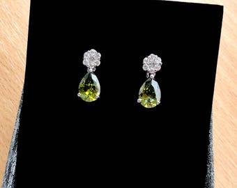 Green earrings Drop earrings Birthday gift mom Mother in law gift for mother of bride Mother of the groom Wedding Bridal jewelry olive green