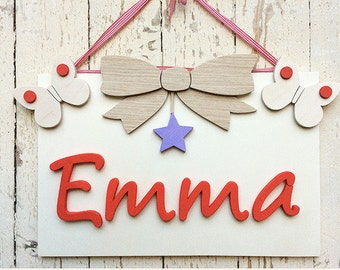Wooden square with name and customizable decoration for children's bedroom