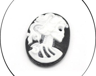 An oval cabochon resin cameo, black & white, 25 x 18 mm, 4 mm thick