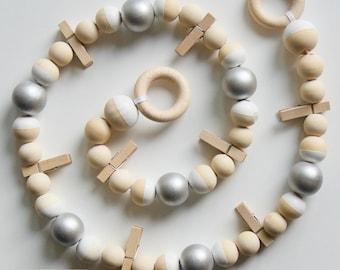 guirlande carr s crochet s et perles en bois. Black Bedroom Furniture Sets. Home Design Ideas