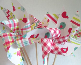 Paper Pinwheels Set of 12 Pinwheels Birthday Party Favors Baby Shower Favors Birthday Decoration Table Centerpiece Wedding Favors Polka Dots
