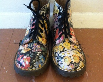 RARE 90s Dr. Marten's Floral Boots size UK 1 US 2 kids shoes