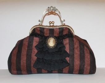 """Bag with clasp """"frilled"""" large """""""