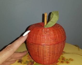 Wicker apple basket with lid