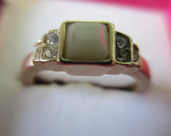 """Vintage Jewelry white stone and crystals Ring  size 7 1/2"""" gold toned  no markings"""