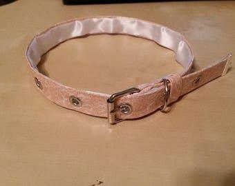 Pink lace pattern collar