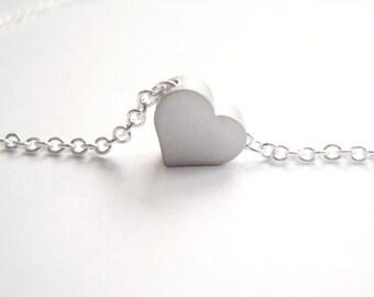 Silver bracelet with tiny heart bead pendant