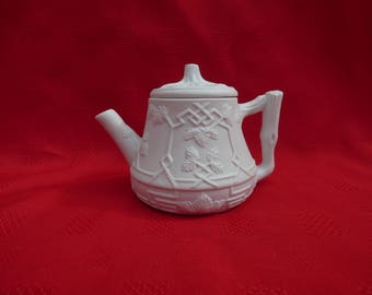 Royale County Creamware Porcelain Teapot, Solo