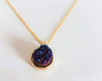 Druzy Pendant Necklace in 16k Gold/Multi-Blue