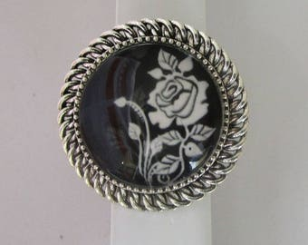 beautiful stylized rose ring