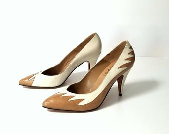 90s Classy Leather Pumps - Cream with Camel Beige Flame Accents - LAYLA - Hecho en Mexico - Vintage Shoes High Heels - SIZE 6.5