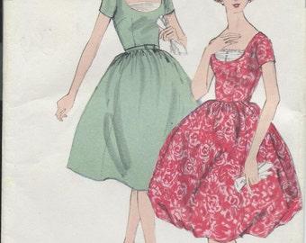 Vintage 1959 Vogue Sewing Pattern 4988 One Piece Dress / Size 10